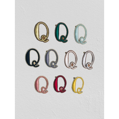 SMALL SIZE LETTER Q BROOCH